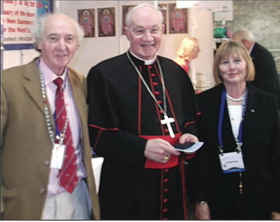 Cardinal Ouellet au stand Holy Love